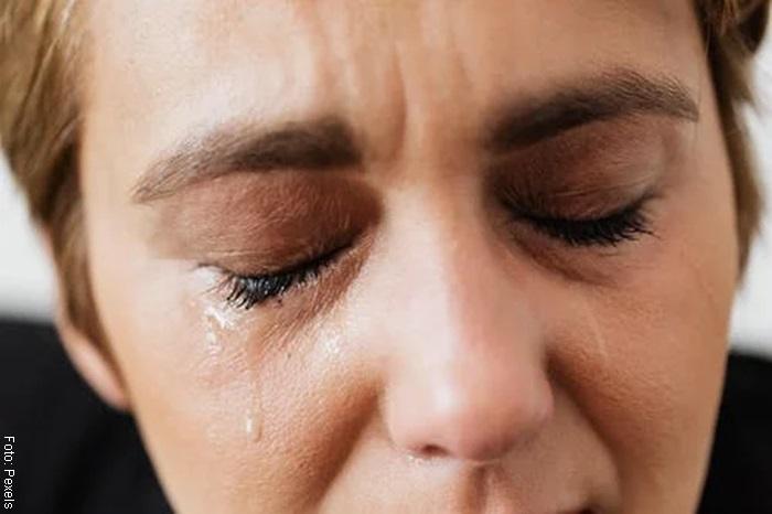 Foto de mujer llorando