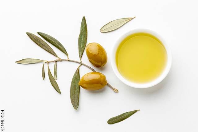 Foto de un recipiente de aceite de oliva