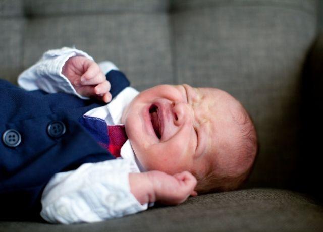 Foto de bebé llorando