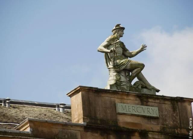 Foto de una estatua de Mercurio
