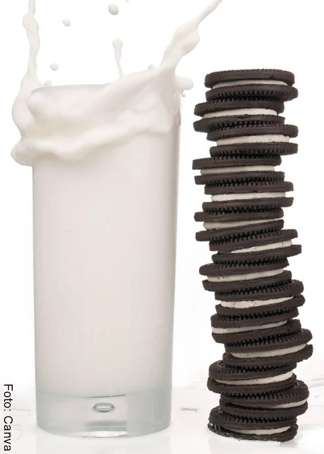 Foto de galletas Oreo y leche