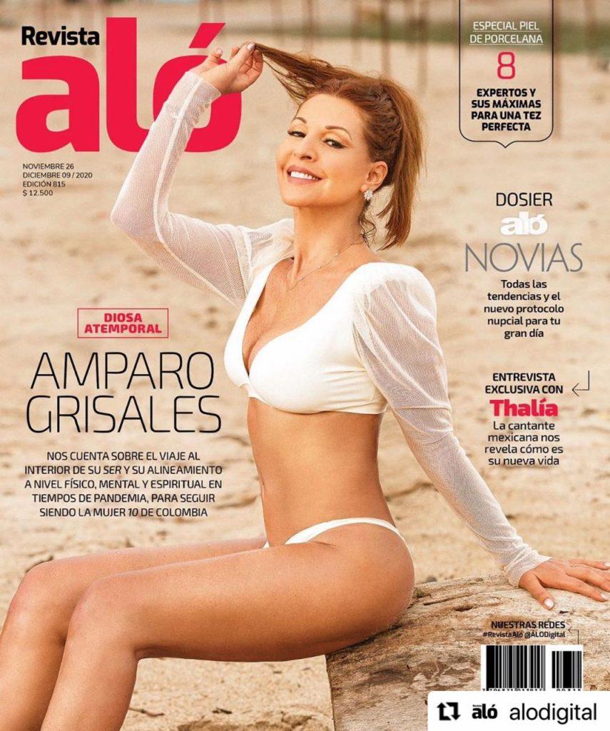 Amparo Grisales en bikini blanco posando para la portada de la Revista Aló.