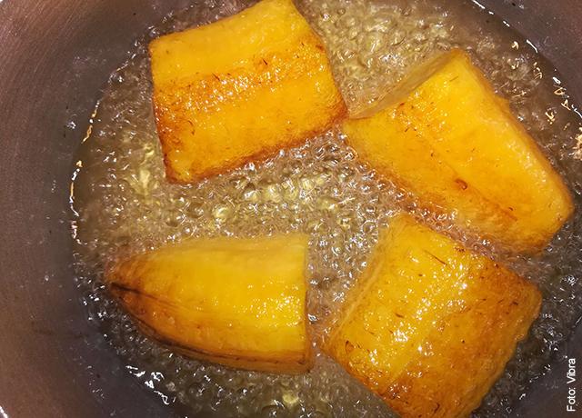 Foto de plátanos fritando