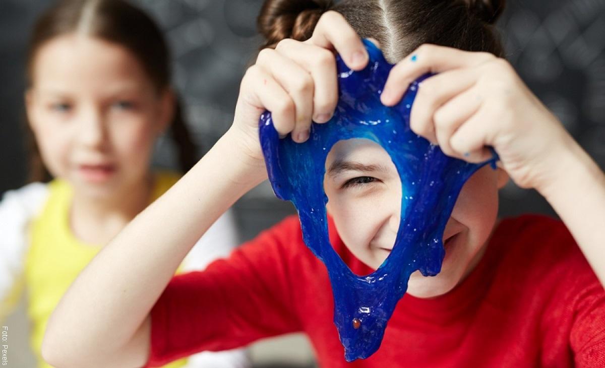 ¿Cómo hacer slime casero para jugar con los niños?