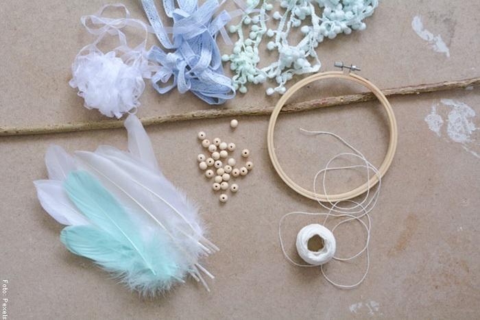 Foto de los materiales que se necesitan para ilustrar cómo hacer un atrapasueños