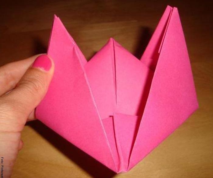 Foto del paso a paso de cómo hacer un barco de papel