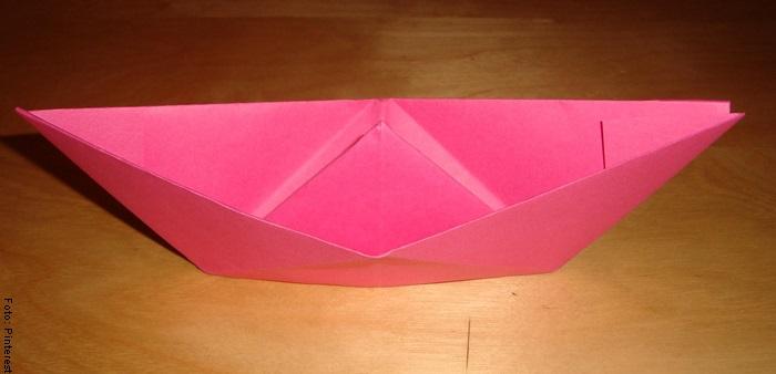 Foto de un barco de papel ya terminado