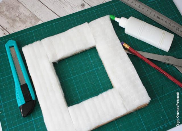 Foto de un marco de cartón con espuma