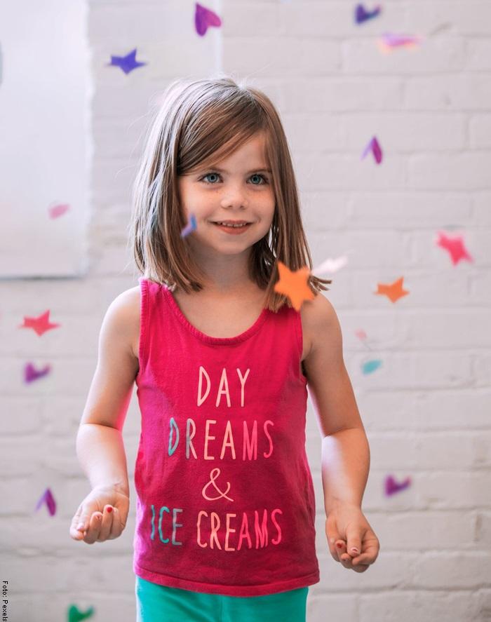 Foto de una niña feliz