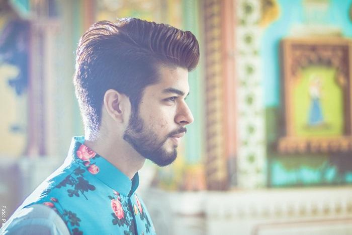 Foto de un hombre con la barba muy bien perfilada