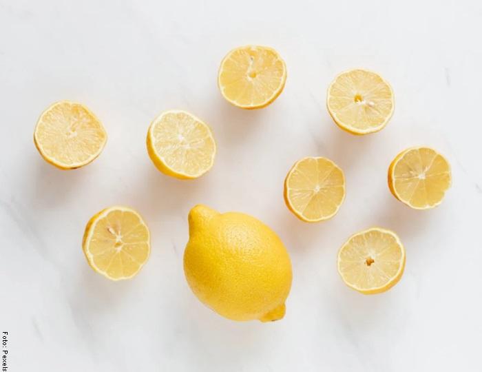 Foto de unos limones a la mitad