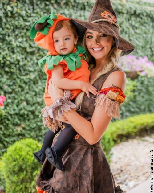 Foto de Melina Ramírez y su hijo