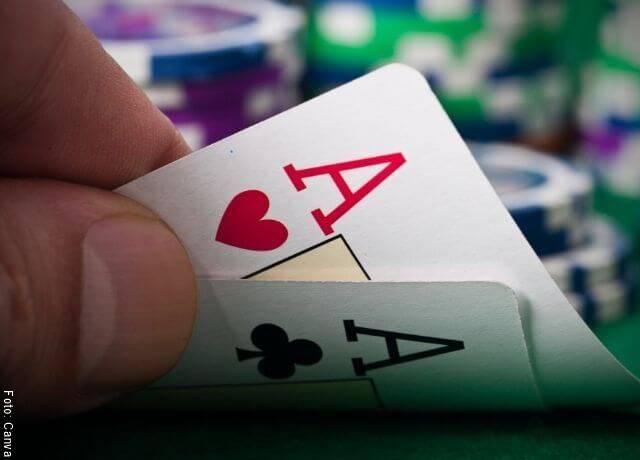 Foto de dos ases de póker