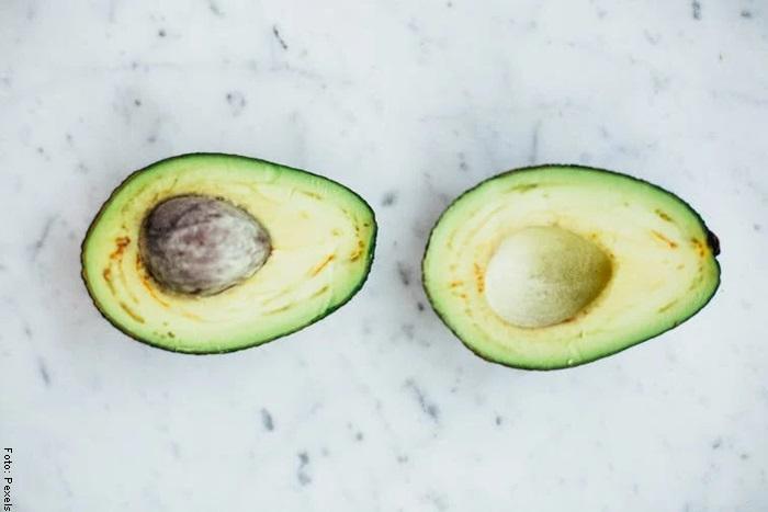 Foto de un aguacate para ilustrar guacamole receta