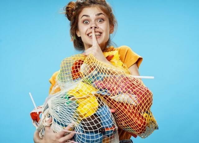 Foto de una mujer con bolsas de mercado