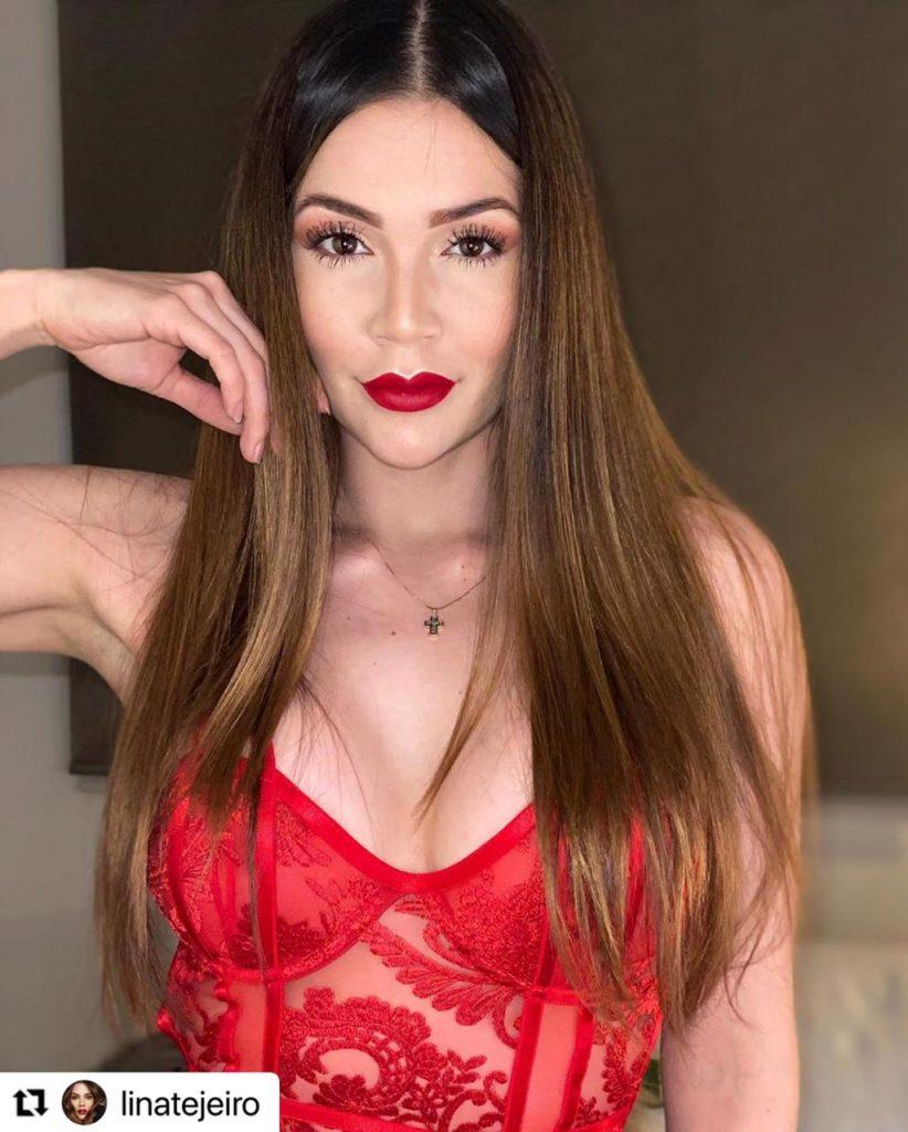 Lina Tejeiro en body rojo.