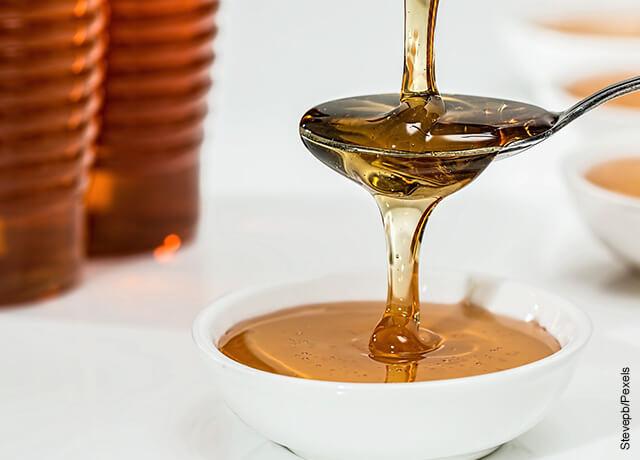 Foto de una cucharada de miel