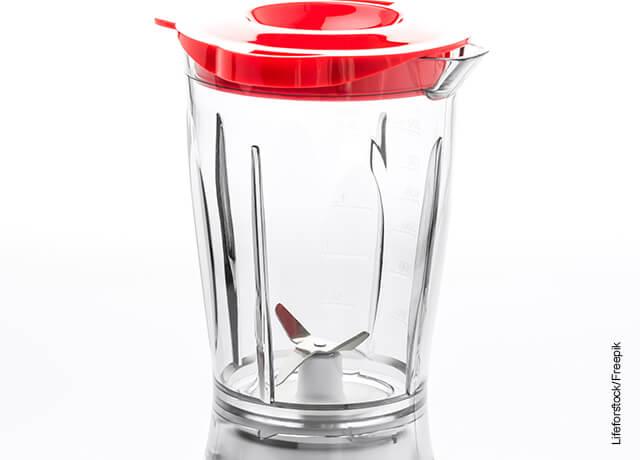 Foto de una licuadora que ilustra como hacer una mascarilla de ácido hialurónico