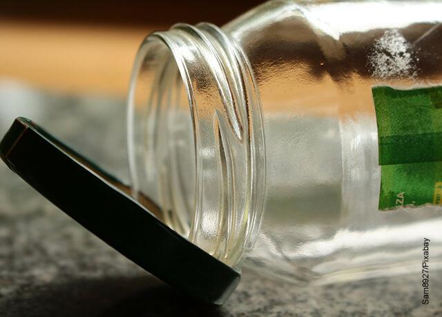 Foto de un frasco de vidrio vacío