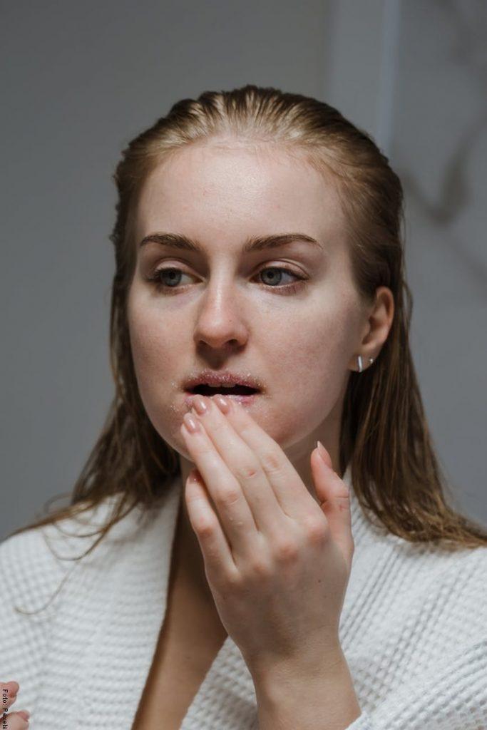 Foto de una mujer con la cara limpia