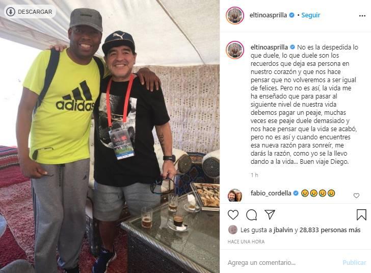 Foto del Tino Asprilla abrazando a Maradona
