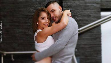 Foto de Paola Jara y Jessi Uribe abrazados