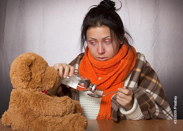 Foto de una mujer con gripa