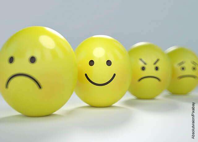Foto de pelota antiestrés con caras