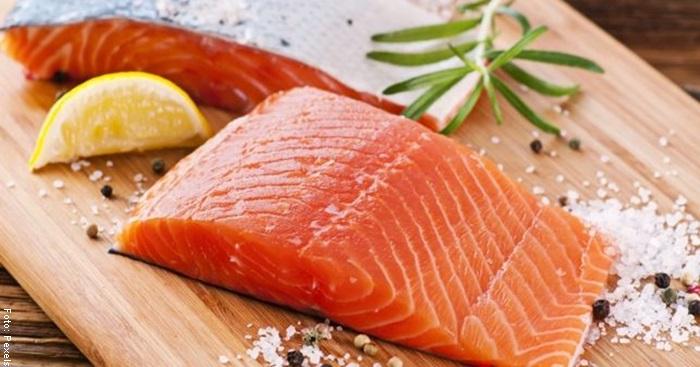 Foto de un trozo de salmón para ilustrar para qué sirve el omega 3