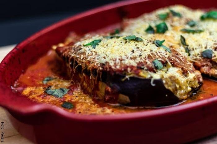 Foto de un plato berenjenas para ilustrar las recetas de para qué sirve el orégano