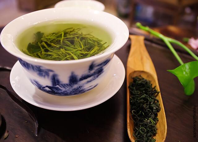 Foto de taza de té con hierbas