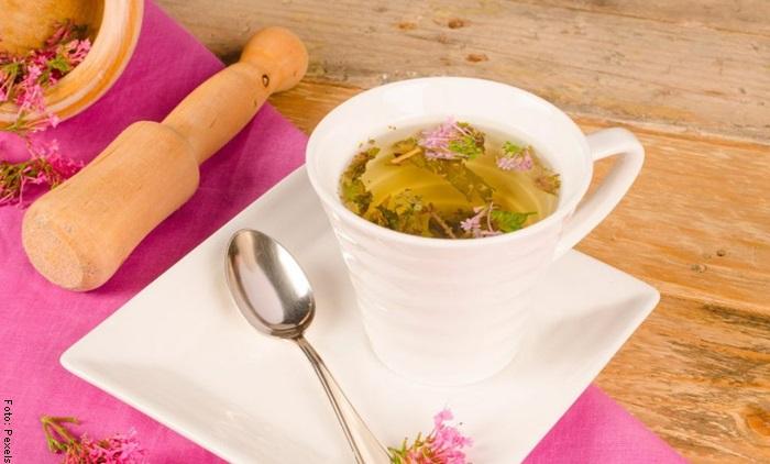 Foto de una taza de té de valeriana