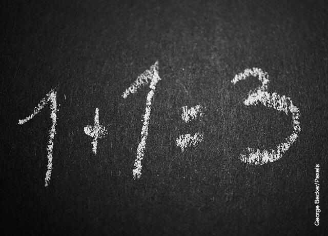 Foto de números 1 y 3 escritos en una pizarra