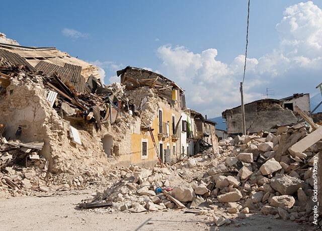 Foto de casas devastadas que demuestran qué significa soñar con un temblor