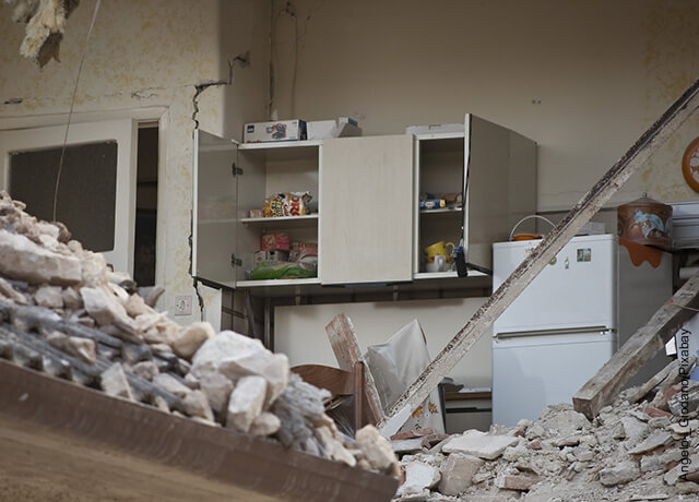 Foto del interior de una casa que ilustra qué significa soñar con un temblor