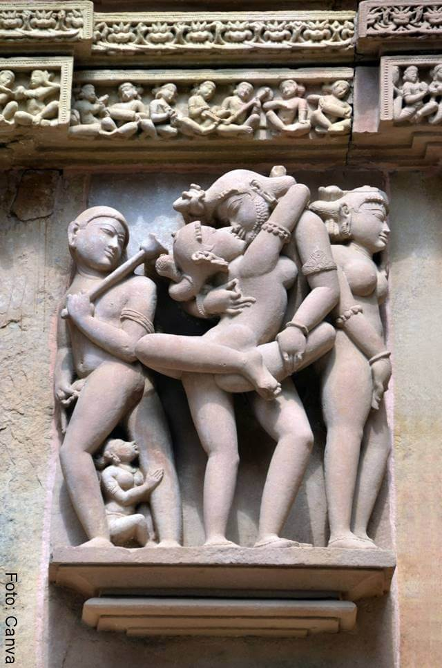 Foto de una estatua con motivos de la India