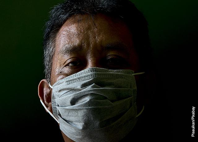 Foto de un hombre con tapabocas