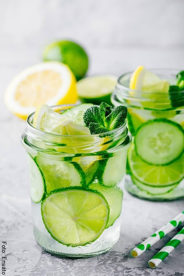 foto de bebida de limon y agua
