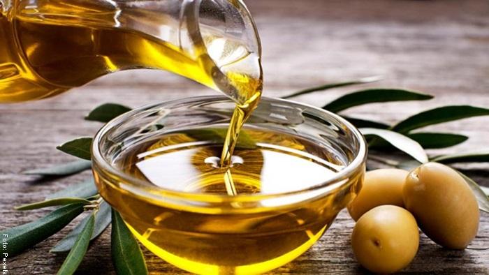Foto de una botella de aceite de oliva