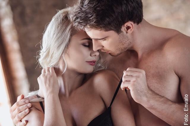 pareja en momento erótico
