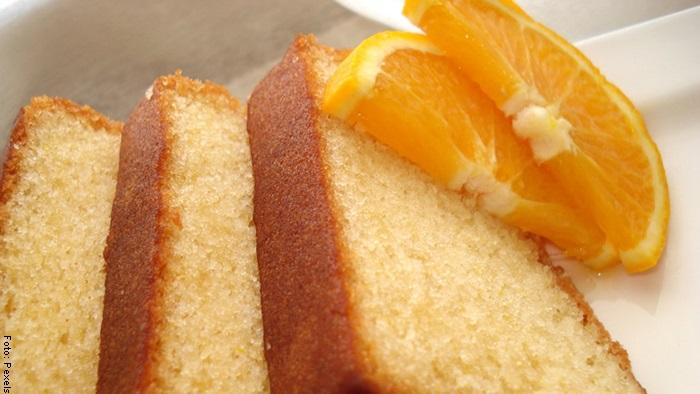 Foto de una porción de torta de naranja