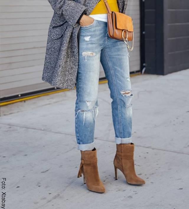 Foto de chica usando botines