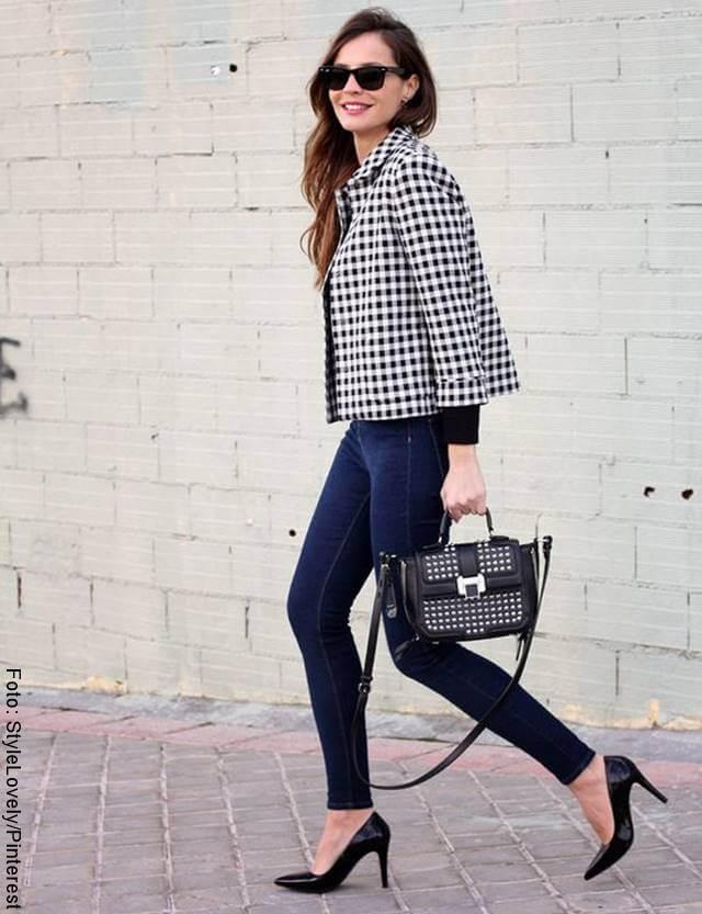 Foto de mujer con tacones altos