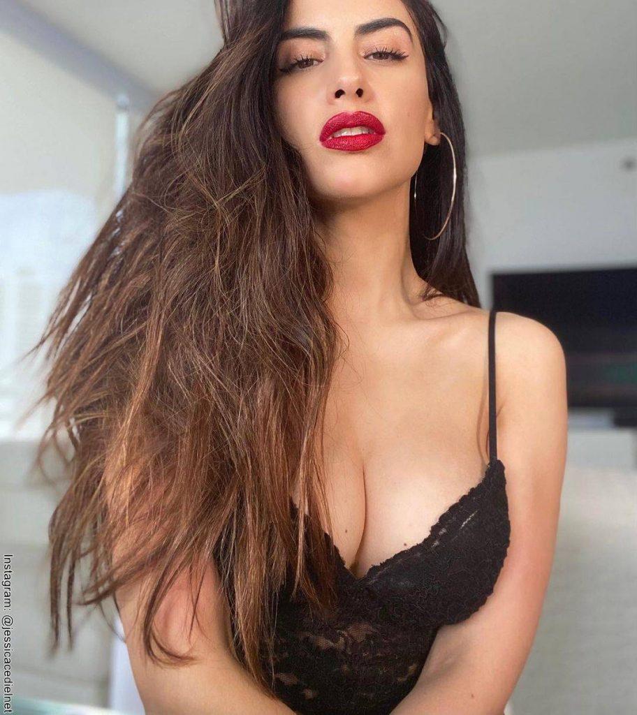 Foto de Jessica Cediel frente a la cámara y luciendo un body negro