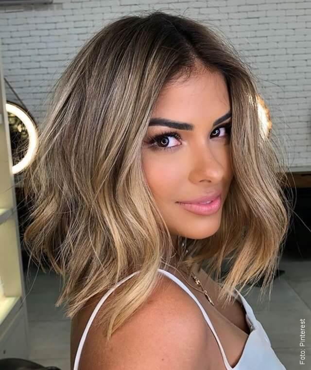 foto de mujer cin cabello bronde