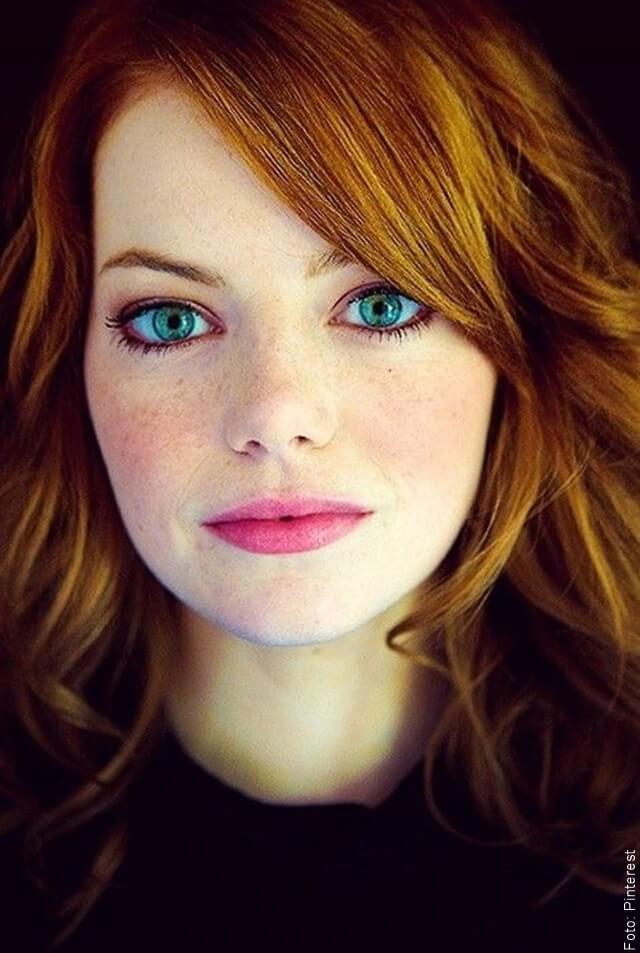 foto de mujer con cabello flannel