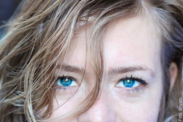 foto que ilustra una mujer con maquillaje natural