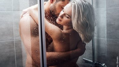 Bañarse en pareja tiene sus beneficios, ¡conócelos!