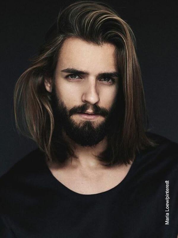 Foto de un señor con cabellera larga