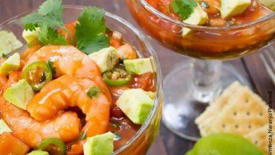 Foto de comida de mar que muestra la receta de ceviche de camarón
